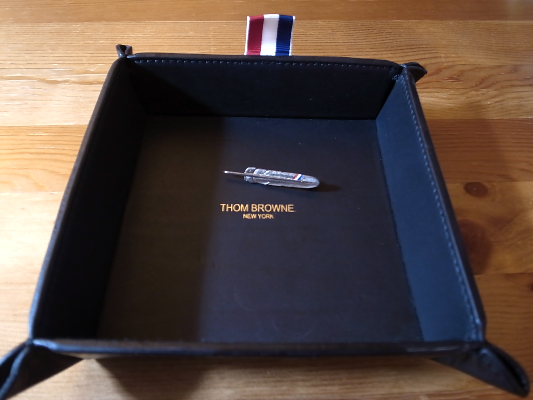 THOM BROWNE FEATHER PIN